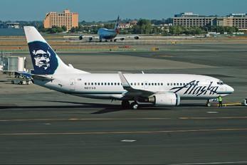 N617AS - Alaska Airlines Boeing 737-700