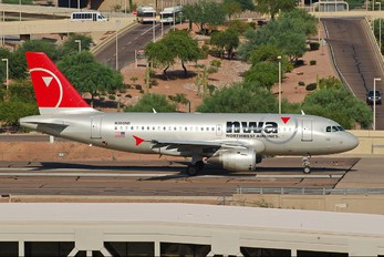 N360NB - Northwest Airlines Airbus A319