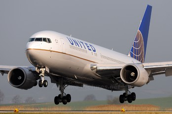 N76151 - United Airlines Boeing 767-200ER
