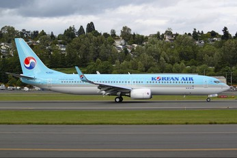 HL8221 - Korean Air Boeing 737-900ER