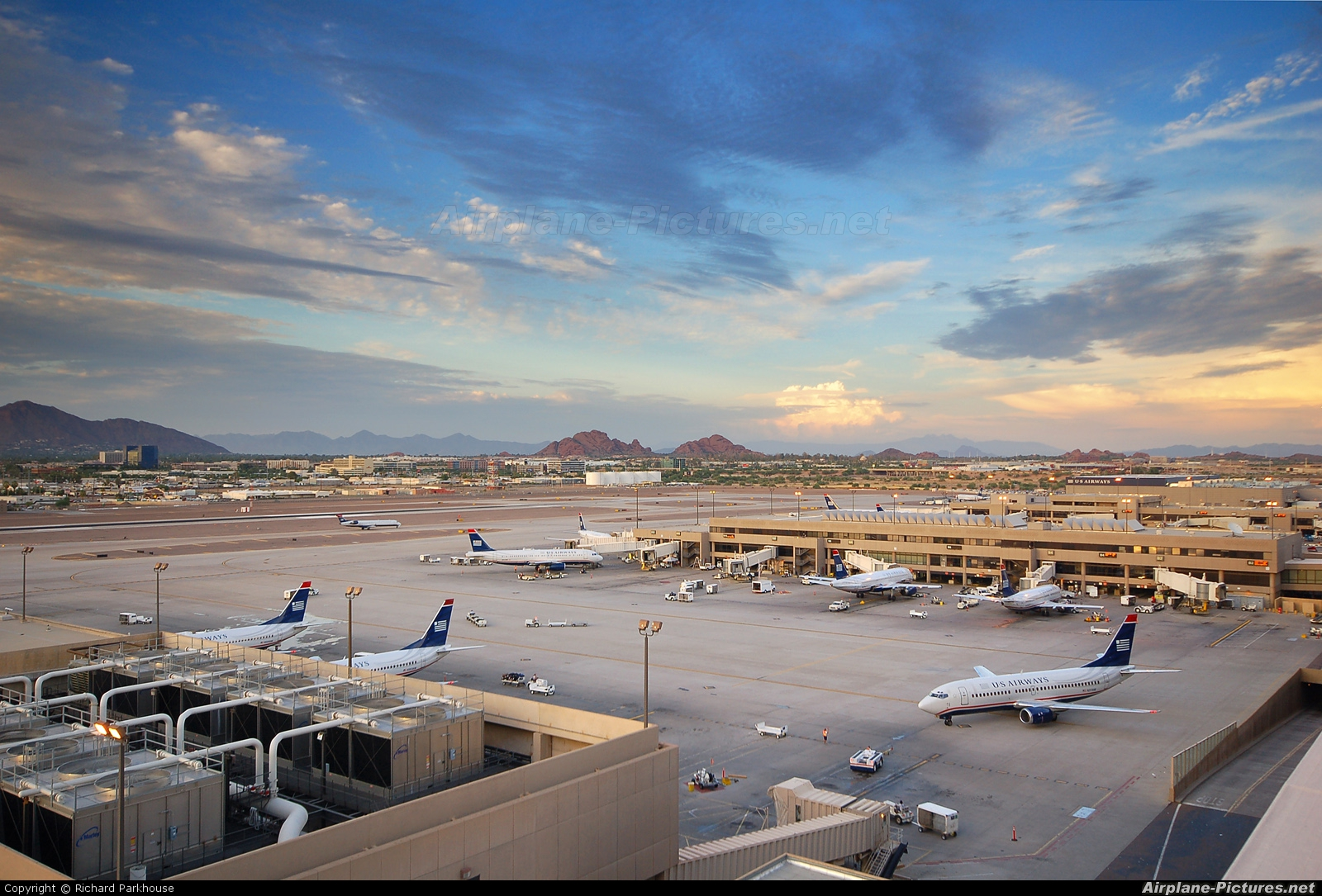 - Airport Overview - aircraft at Phoenix - Sky Harbor Intl