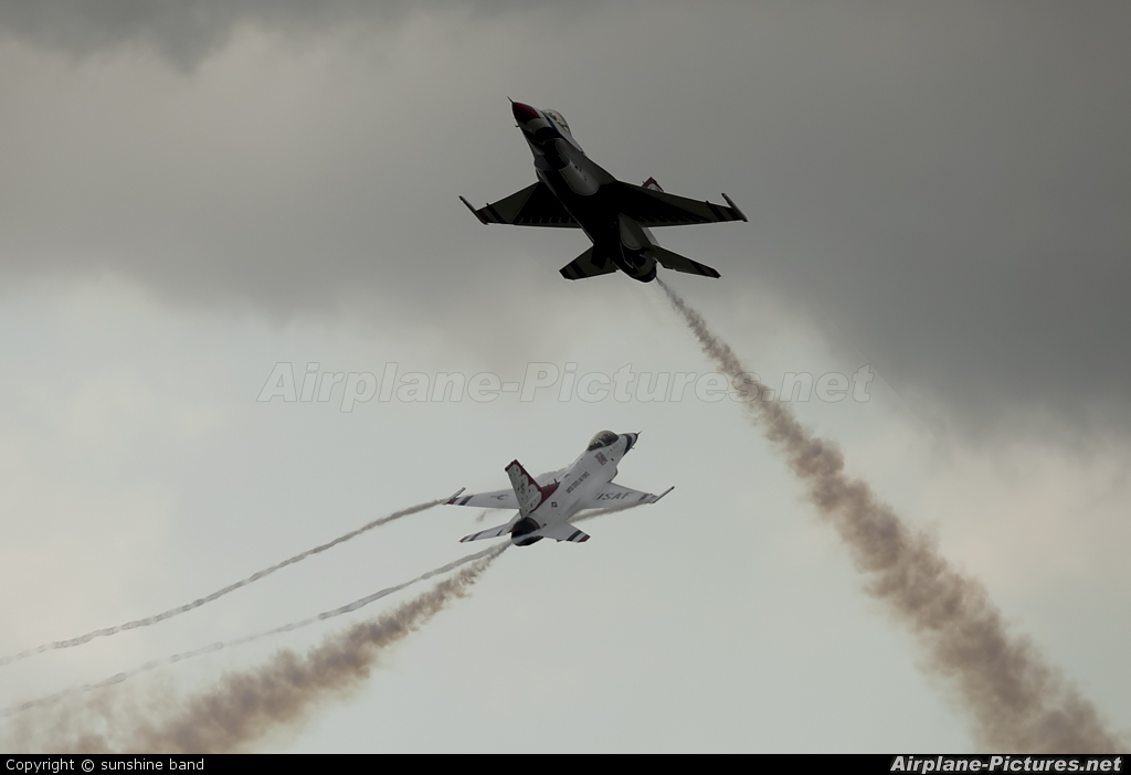 USA - Air Force : Thunderbirds 87-0303 aircraft at Waddington