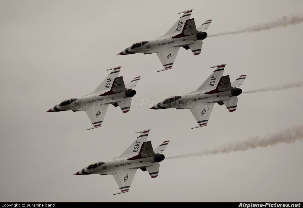 USA - Air Force : Thunderbirds 87-0319 aircraft at Waddington