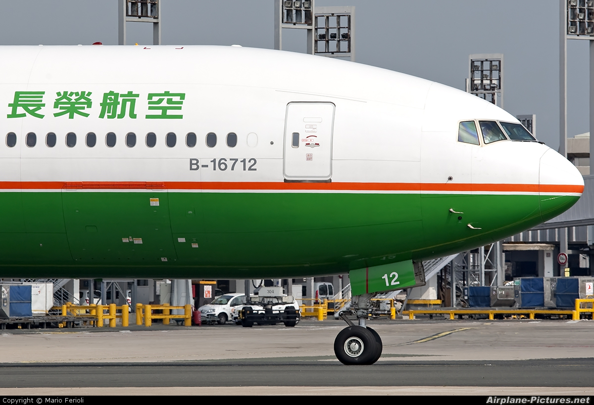 Eva Air B-16712 aircraft at Paris - Charles de Gaulle
