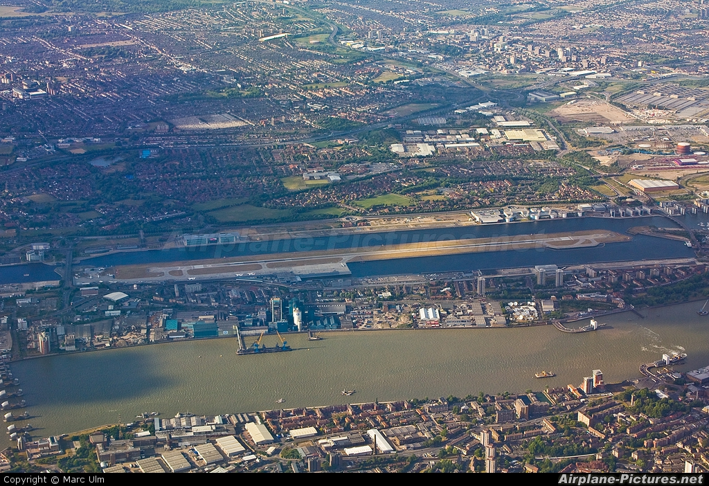 - Airport Overview - aircraft at London - City