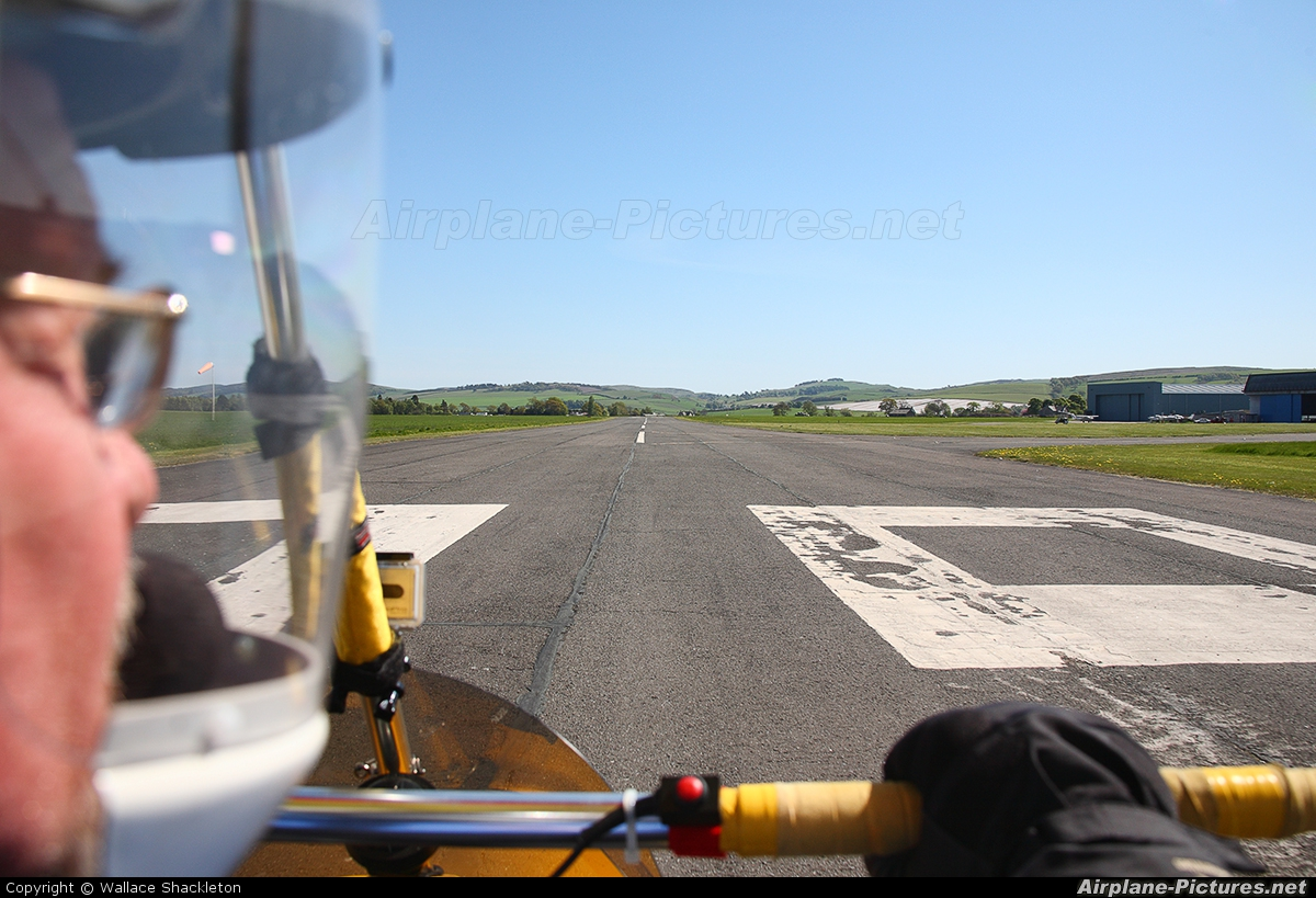 - Airport Overview - aircraft at Perth - Scone