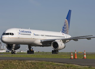 N18112 - Continental Airlines Boeing 757-200