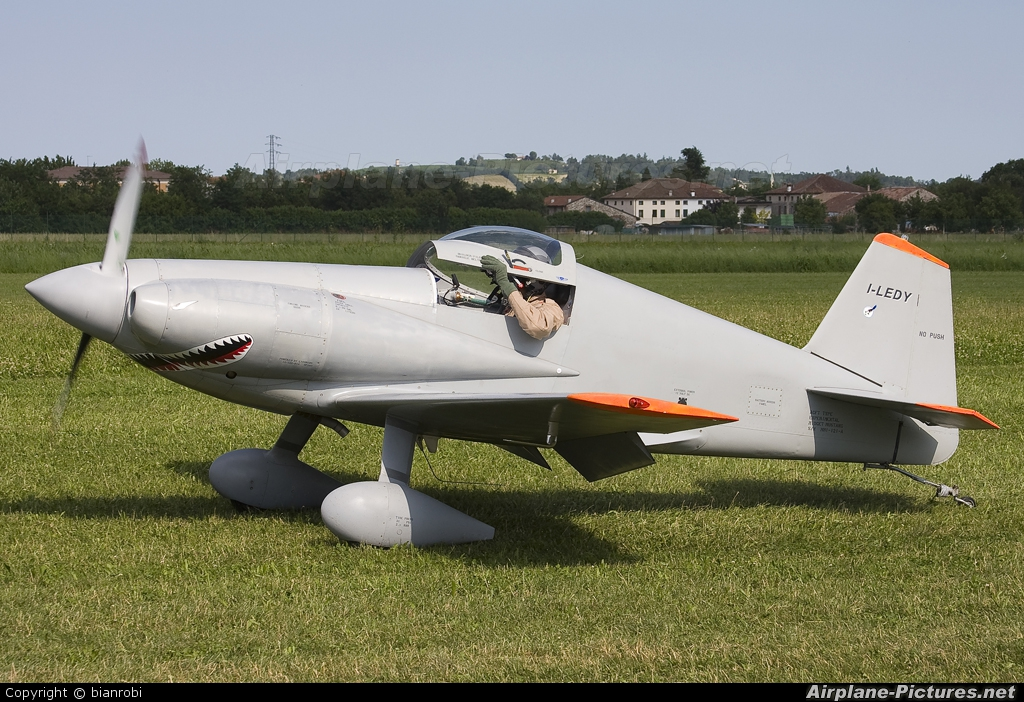 Midget mustang airplane