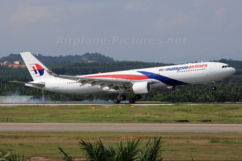 9M-MTB - Malaysia Airlines Airbus A330-300