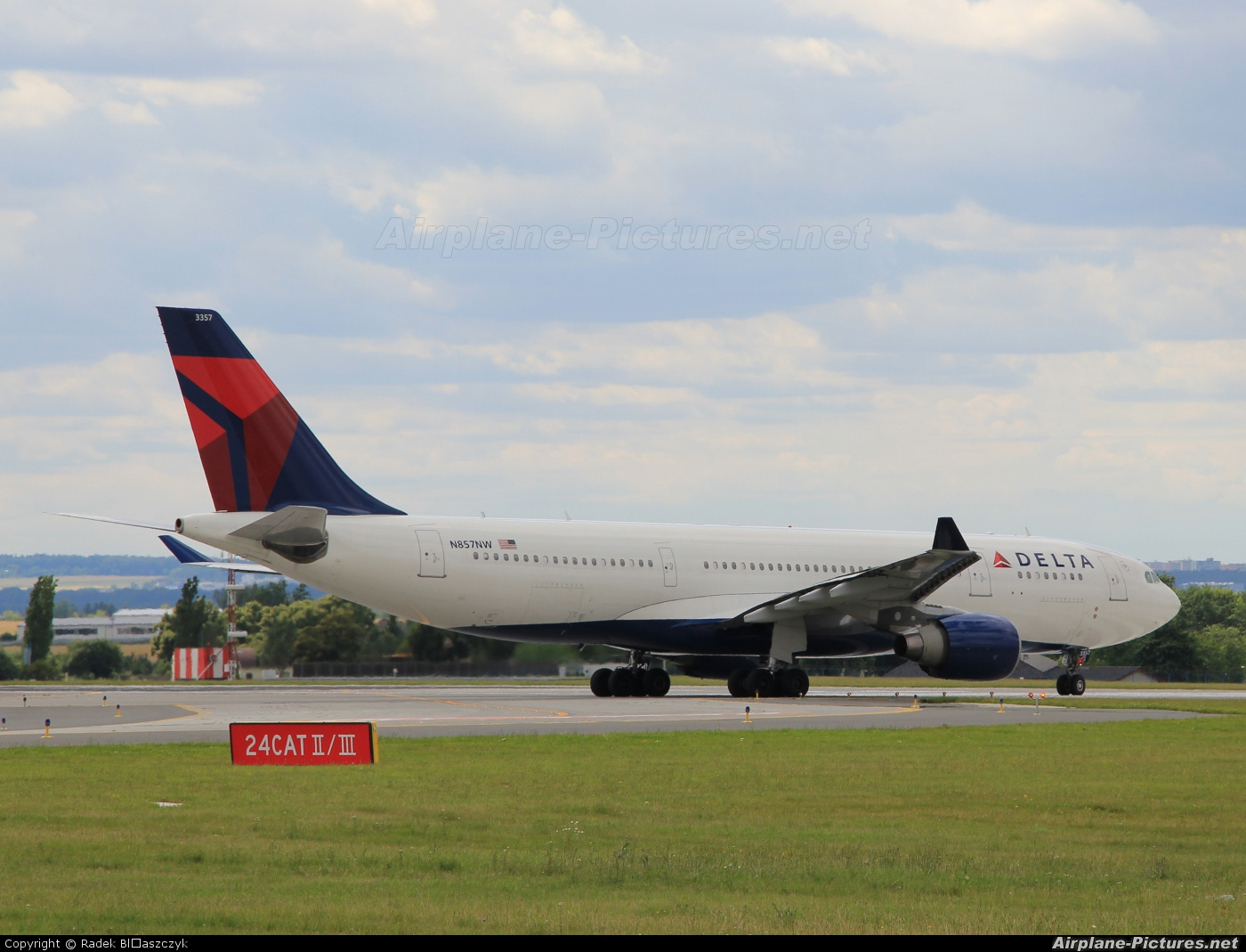 Delta Air Lines N857NW aircraft at Prague - Václav Havel