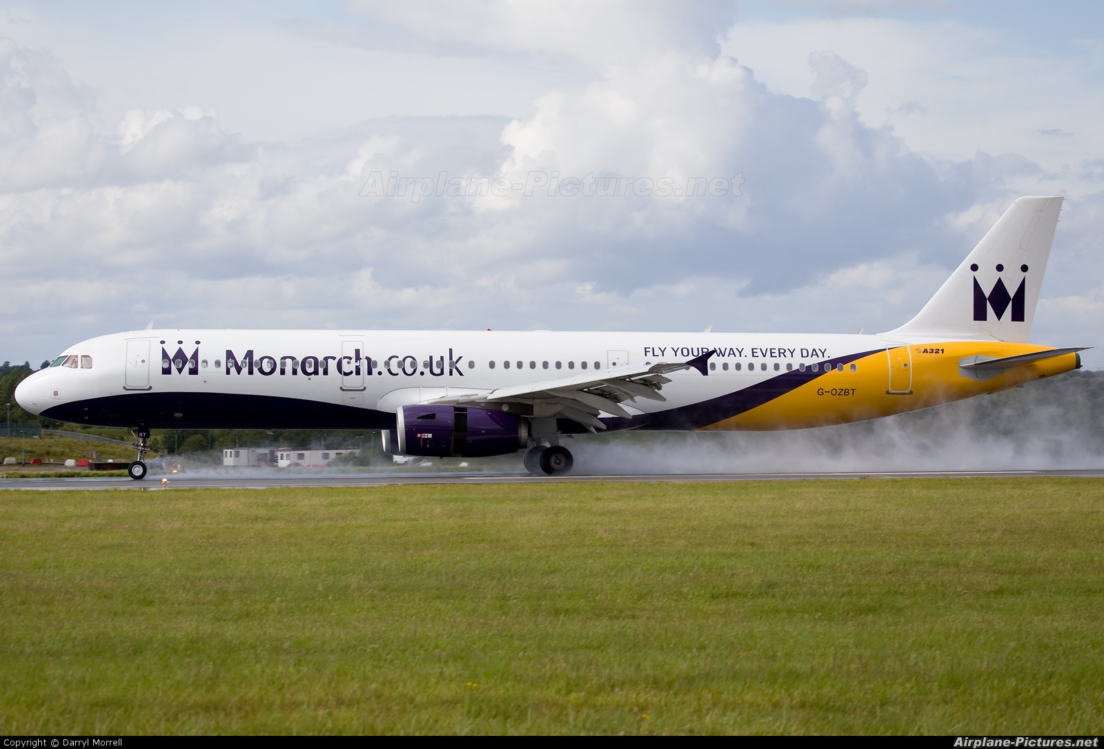 Monarch Airlines G-OZBT aircraft at London - Luton