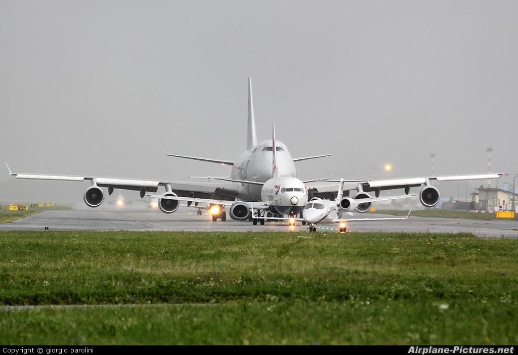 - Airport Overview - aircraft at Milan - Malpensa