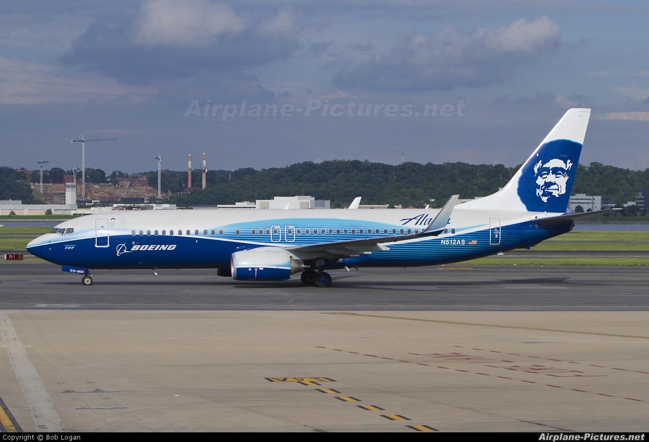Alaska Airlines N512AS aircraft at Washington - Ronald Reagan National