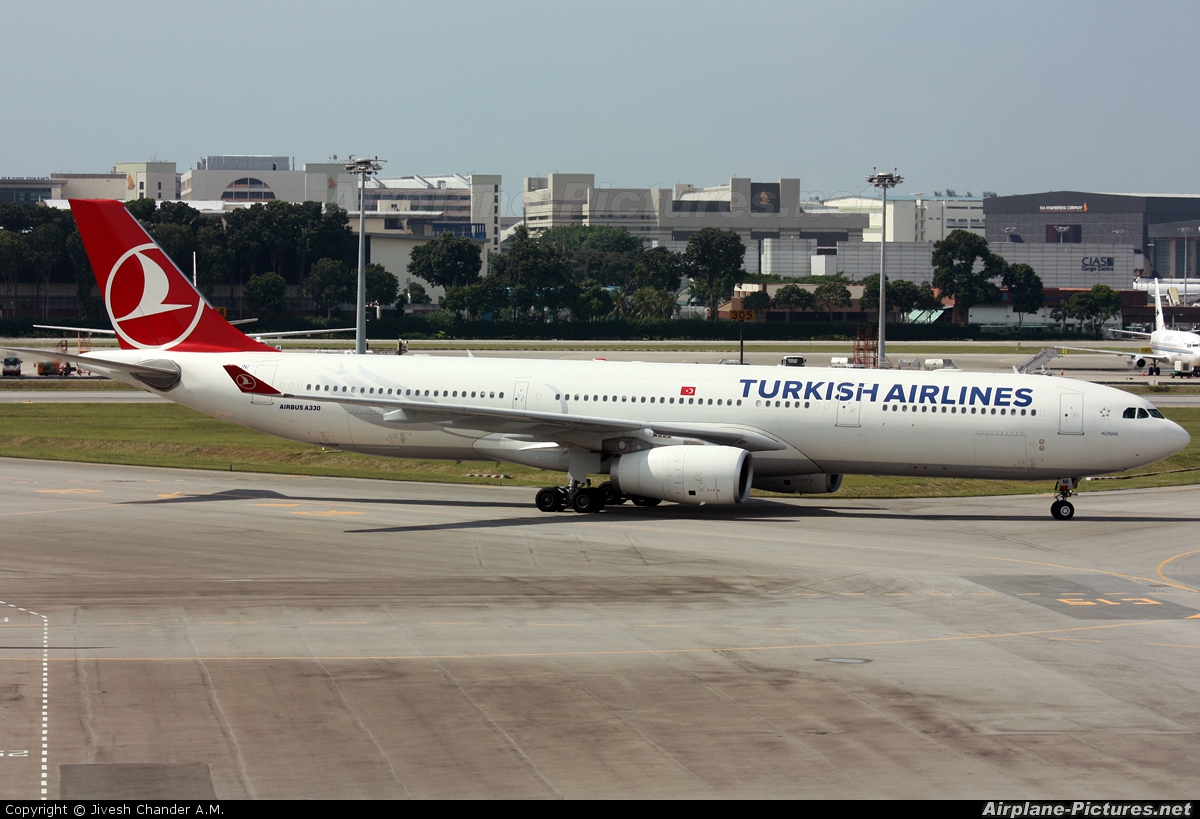 Turkish Airlines TC-JNI aircraft at Singapore - Changi