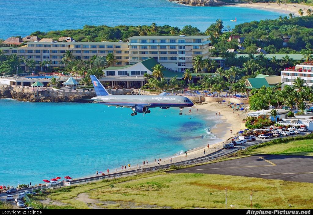 United Airlines N579UA aircraft at Sint Maarten - Princess Juliana Intl