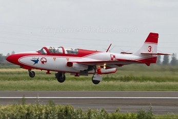 2009 - Poland - Air Force: White & Red Iskras PZL TS-11 Iskra