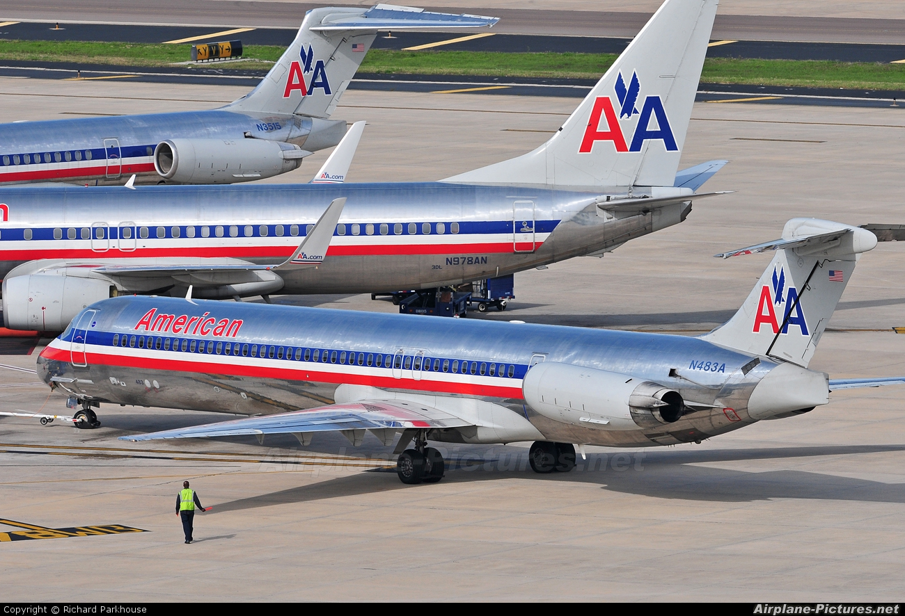 American Airlines N483A aircraft at Tampa Intl