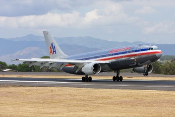 N14077 - American Airlines Airbus A300
