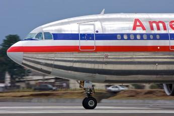 N14065 - American Airlines Airbus A300