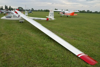 SP-5286 - Aeroklub Ziemi Mazowieckiej PZL SZD-42 Jantar