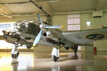 2-11 - Sweden - Air Force Caproni Ca.313(replica)