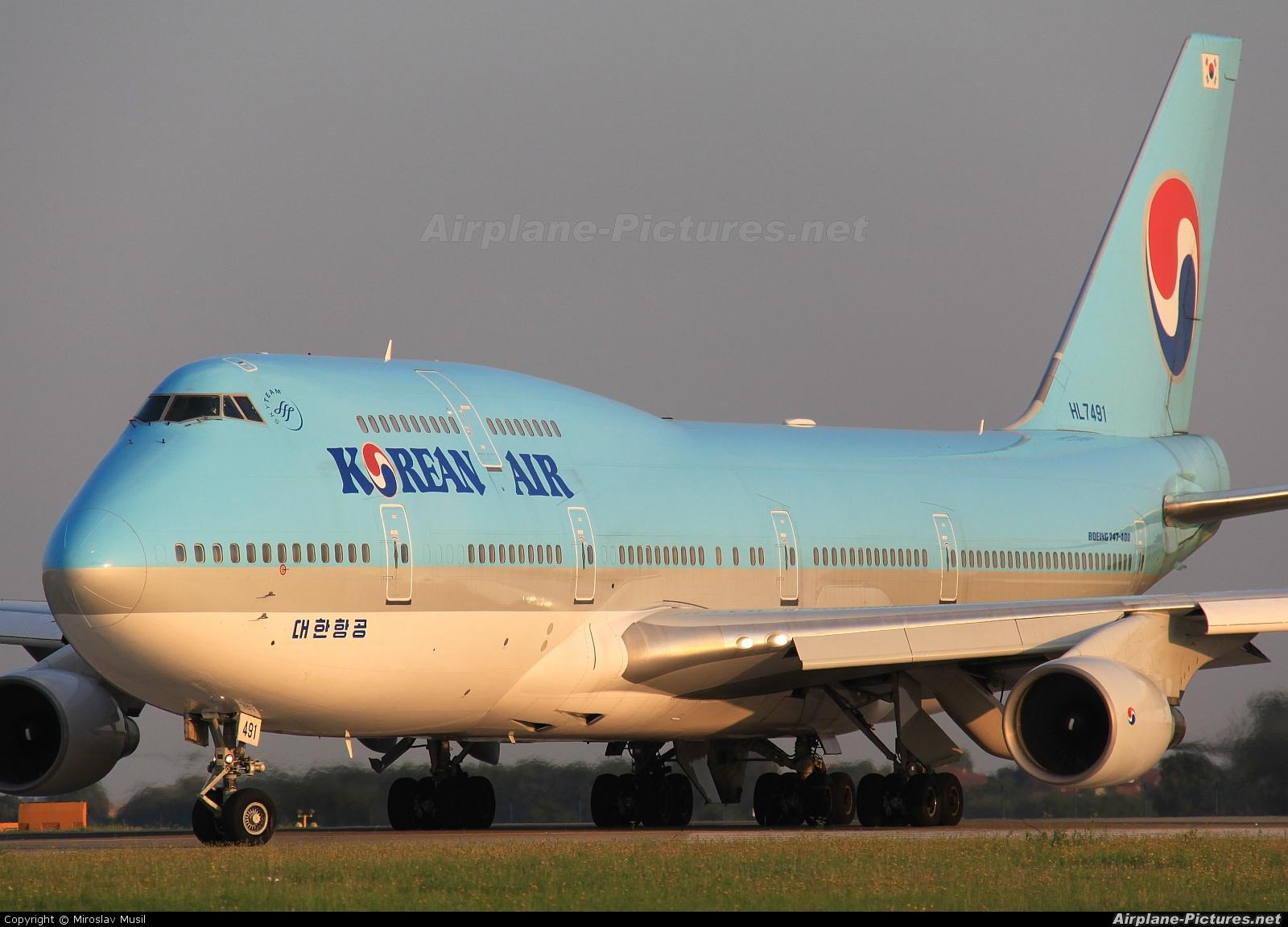 Korean Air HL7491 aircraft at Prague - Václav Havel