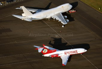 N727VJ - Kingfisher Airlines Boeing 727-40