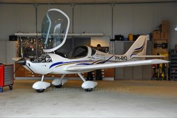 PH-4H3 - Private Flying Machine FM250 Vampire