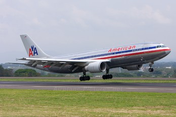 N90070 - American Airlines Airbus A300