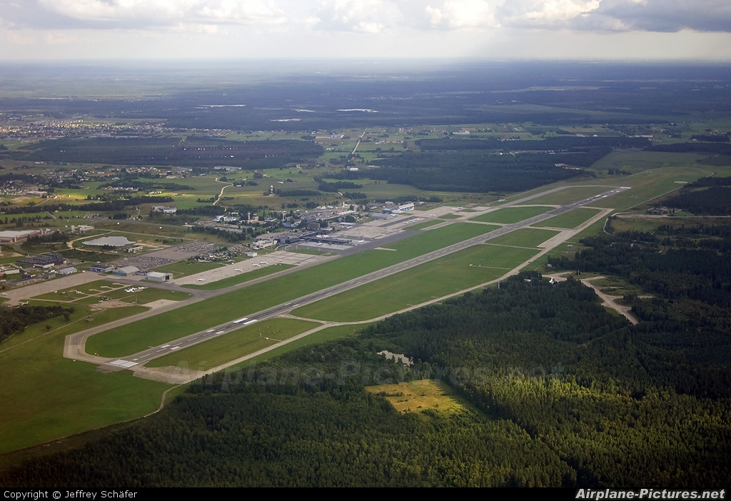 - Airport Overview - aircraft at Riga Intl