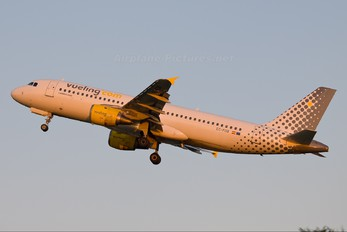 EC-FDB - Vueling Airlines Airbus A320