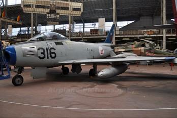 5316 - Portugal - Air Force North American F-86 Sabre