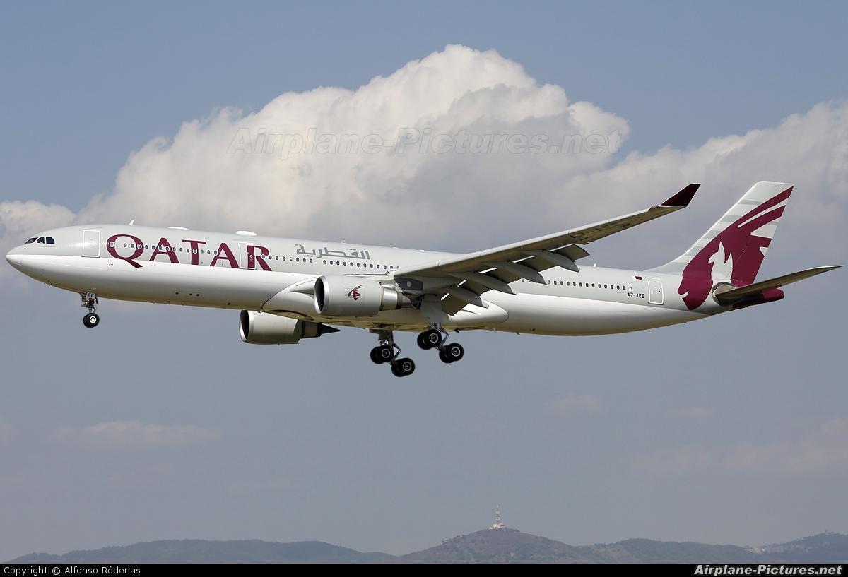 Qatar Airways A7-AEE aircraft at Barcelona - El Prat