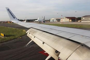 EI-DHS - Ryanair Boeing 737-800