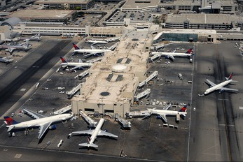 - - Northwest Airlines - Airport Overview - Terminal Building