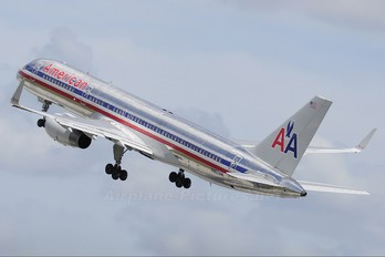 N663AM - American Airlines Boeing 757-200