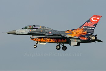 93-0696 - Turkey - Air Force General Dynamics F-16D Fighting Falcon