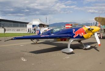 D-EFBY - The Flying Bulls : Aerobatics Team Extra 300