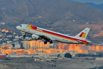 EC-HGZ - Iberia Airbus A320