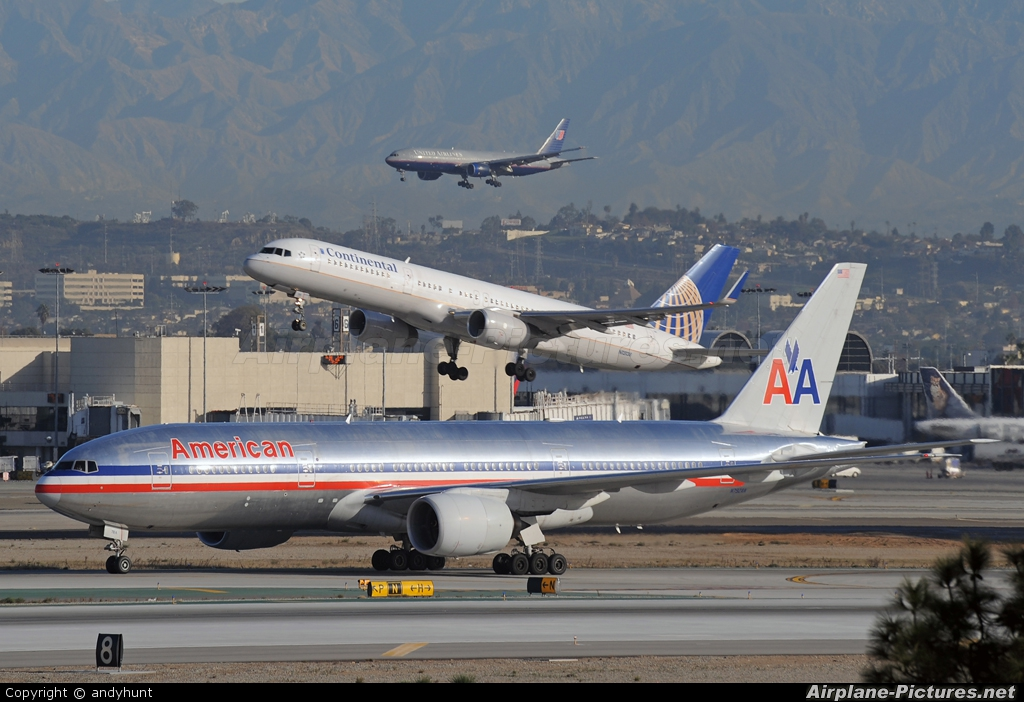 American Airlines N792AN aircraft at Los Angeles Intl