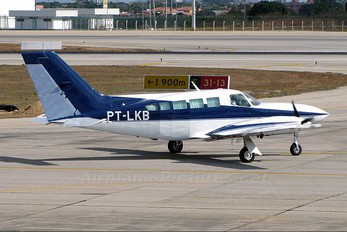 PT-LKB - Private Cessna 402C