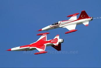 70-3025 - Turkey - Air Force : Turkish Stars Canadair NF-5A