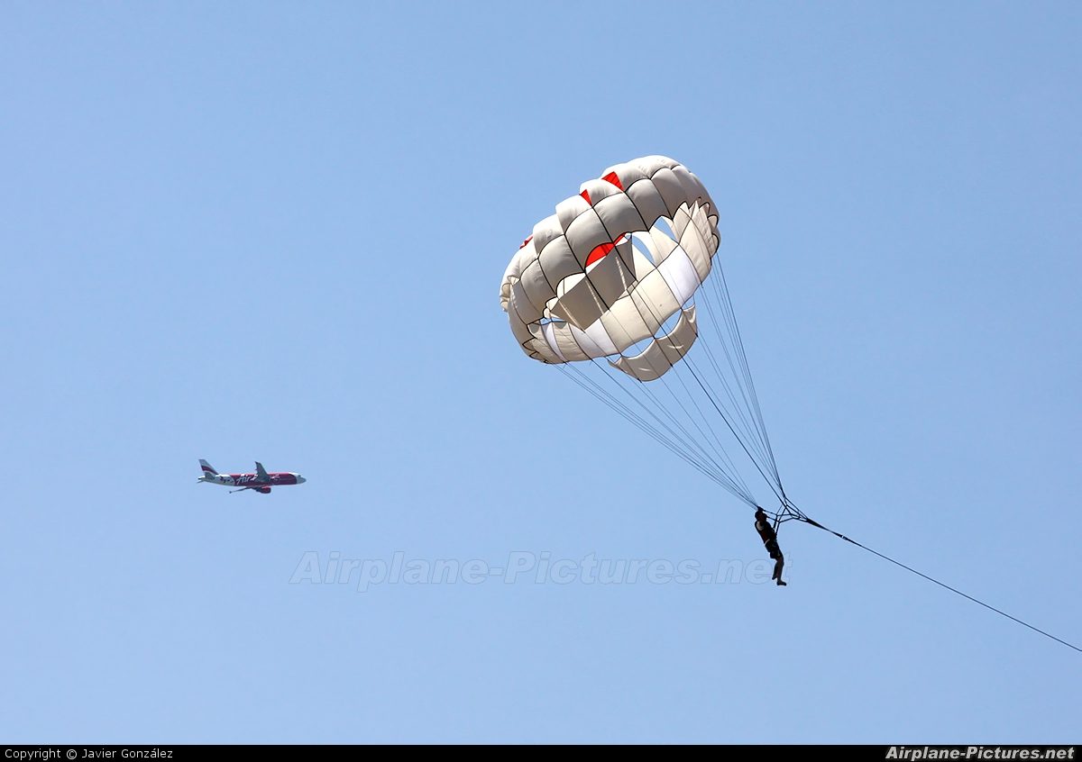 Private Parachute ParaSailing At Off Airport  Indonesia  Photo ID 155074
