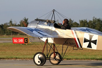OK-HUG05 - Private Fokker E III (replica)