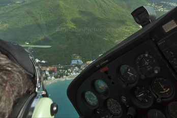 N525CL - Saint-Martin Aéro. Cessna 172 Skyhawk (all models except RG)