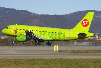VP-BHJ - S7 Airlines Airbus A319
