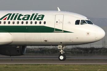 EI-DSE - Alitalia Airbus A320