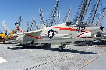 143703 - USA - Navy Vought F-8F Crusader