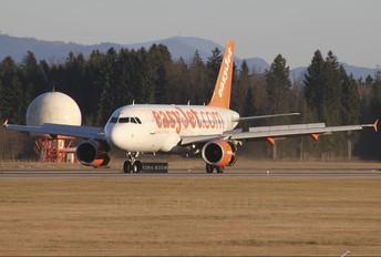 G-EZAV - easyJet Airbus A319