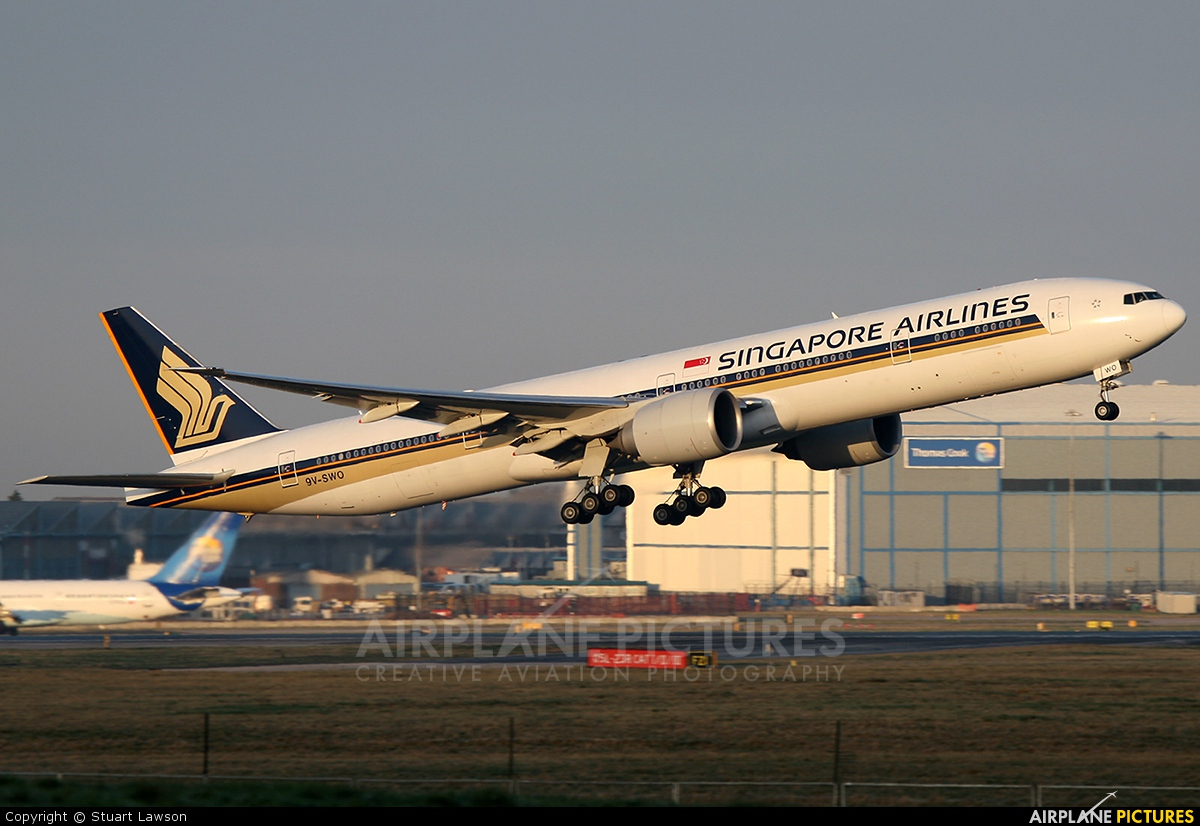 Singapore Airlines 9V-SWO aircraft at Manchester